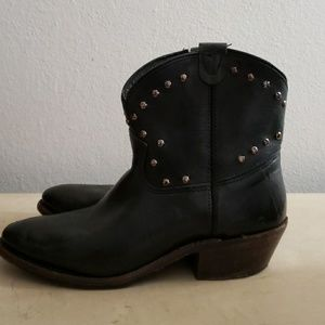 Vintage Shoe Co. Black Leather Western Ankle Boot